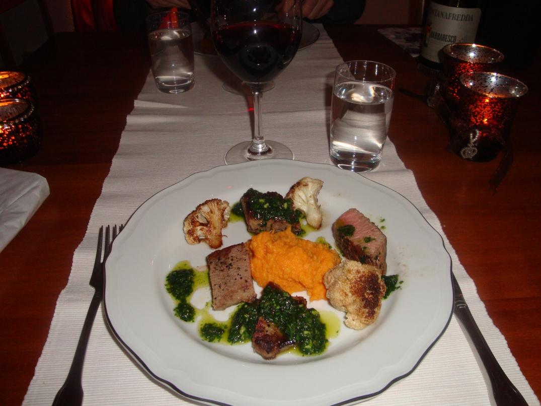 Lammfilé med pistou, sötpotatispuré och rostad blomkål