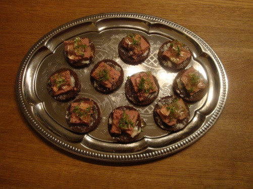Pumpernickelmed murkelpaté och Sauternes