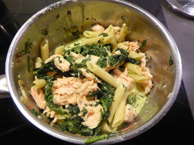pasta-med-varmrokt-lax-och-spenat