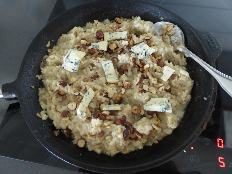 Risotto med rotselleripuré, rostade nötter och ädelost