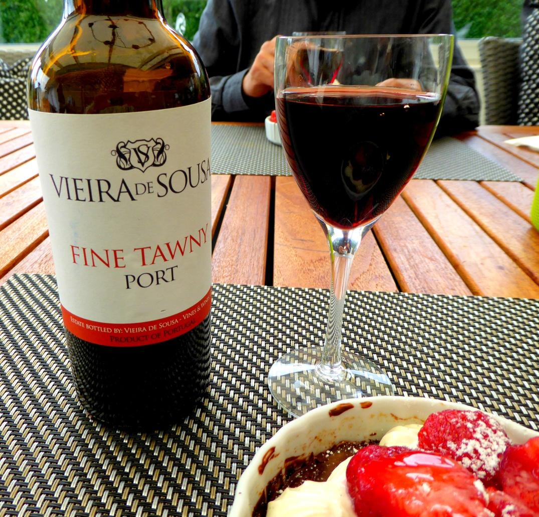 Portvin till jordgubbsbakelse med choklad