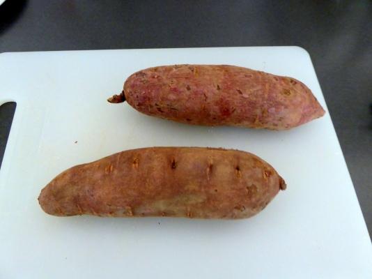 Lila sötpotatis med skal